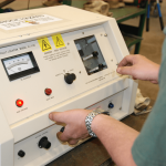 service-technisian-testing-cable