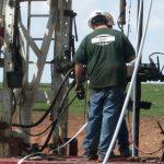 technisian-installing-equpment